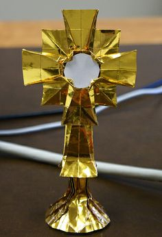 Origami monstrance or reliquary 1