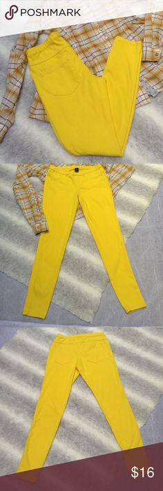 Hue denim legging Hue yellow skinny leggings with jean details like rivets and faux front pockets. Tapered ankles. Back pockets are functional. Some snags back of right leg as seen in last 2 photos. Make an offer! 😉 Waist measured flat: approx. 13.5 inches. Rise: 8.5 inches. Inseam: 29 inches. HUE Pants Leggings