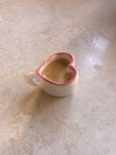 Ceramic Pottery, Pottery Art, Ceramic Art, Diy Clay, Clay Crafts, Keramik Design, Clay Art Projects, Photocollage, Cute Mugs