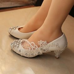 Handmade Women's Middle Heels Pointed Toe Lace Crystal Wedding Bridal Shoes, Description Platform Height: Flat Heels: Toe Shape: Pointed Toe Inside M Sparkly Wedding Shoes, Wedding Boots, Green Wedding, Lace Flats, Bridal Flats, Vintage Bridal Shoes, Crystal Shoes, Bride Shoes, Me Too Shoes