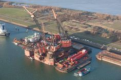 Heerema's Balder being outfitted with its J-Lay tower