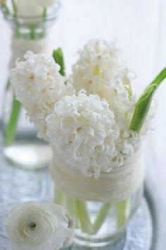Winter white arrangement (Styling & Photography by Ikumi Miyazaki) http://bianca-candy.jimdo.com/