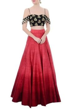 Choli Blouse Design, Saree Blouse Neck Designs, Lehenga Designs, Indian Party Wear, Indian Wedding Outfits, Indian Outfits, Red Skirt Outfits, Crop Top Outfits, Lehnga Dress