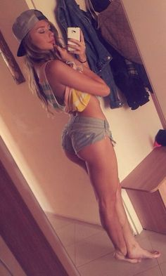 An album of 37 sexy photos and gifs of some hot girls with nice asses in short shorts. Shorts Sexy, Shorts With Tights, Hot Selfies, Girls Selfies, Hot Girls, Sexy Women, 6 Photos, Pictures, Beautiful Women