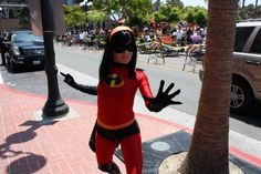 YES! I found an incredibles cosplayer!  I love this movie so much.  I have no idea why i don't own a copy.   hmm.