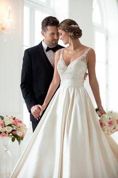Wedding Dress by Stella York Spring 2017 Bridal Collection Wedding Dress Sash, Dream Wedding Dresses, Bridal Dresses, Wedding Gowns, Wedding Tuxedos, Stella York, Color Champagne Vestidos, Ball Dresses, Ball Gowns
