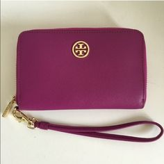 Tory Burch Wristlet: TRADE OR SALE Authentic wristlet. Comes with original box & tissue paper. Plastic still on the emblem, no scratches. Perfect condition. Looking to sale or TRADE ONLY for different color! Tory Burch Bags Clutches & Wristlets