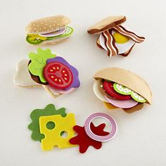DIY Inspiration: Felt play foods  Maybe use felt for the lettuce and draw on the lines with green permanent marker?  Kids' Kitchen