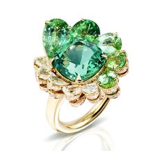 Pomellato Pom Pom ring in 18k natural white gold composed of a cushion faceted mint green tourmaline, five drop mint green tourmalines and five rose cut diamonds and brilliant cut diamonds.