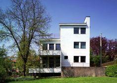 HAUS AUERBACH Architekt: Walter Gropius I Baujahr: 1924 I Schaefferstraße 9, 07743 Jena    Interessant: http://www.welt.de/welt_print/article4158726/Nur-etwas-fuer-Freaks-Wohnen-mit-Gropius.html