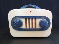 Vintage 1940's Coronado Modernistic Racetrack Bakelite Radio ~ Midcentury Modern