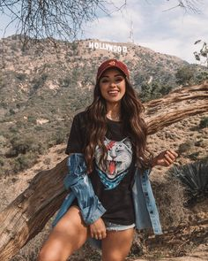 Image may contain: 1 person, standing, mountain, outdoor and nature Girl Photography Poses, Tumblr Photography, Outdoor Photography, California Pictures, Best Photo Poses, Hollywood Sign, Insta Photo Ideas, Foto Pose, Photo Instagram