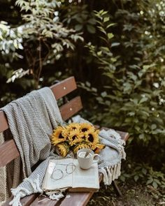 Cozy Aesthetic, Nature Aesthetic, Aesthetic Images, Aesthetic Photo, Aesthetic Wallpapers, Coffee Pictures, Cool Pictures, Sunflower Wallpaper, Coffee Photography