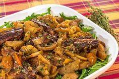 Запеченные свиные ребрышки с овощами в духовке