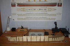 RMS TITANIC - Le Titanic au 1/250. Editions Hachette/Amati Rms Titanic, Desk, Desktop, Table Desk, Office Desk, Desk Office, Writing Bureau