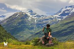 Priatela spoznas v nudzi  W H I T E D O G t r a v e l W R A P www.whitedog.sk  #whitedogsk #travelwrap #nature #priroda #norsko #fjord #sneh #hory #leto #zima #norway #geiranger #geirangerfjord #photoshoot #canon #besttrip #handmade #domaci #produkt #rucnapraca #insta_svk #instaslovakia #dnescestujem #cestuj #cestujem #dobrodrustvo