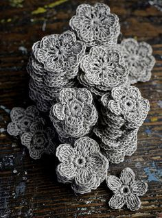 crocheted flowers | Flickr - Photo Sharing!; just a foto? good for an idea...Meegs' wedding?