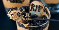 Graveyard parfaits - easy to make and your #HalloweenMovieNight guests will love!