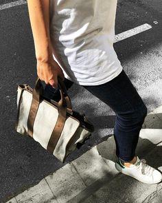 Uno de nuestros bolsos favoritos de esta temporada es sin duda nuestro SUNSET combinado con lona disponible en varios tonos es perfecto para esta época.     #brussosa #gift  #mothersday #leather #bag  #leatherbag #grey #handmade  #fashion #style  #barcelona #handmadeinitaly #oneofakind Gym Bag, Barcelona, Bags, Fashion, Seasons, Budget, Totes, Handbags, Moda