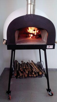 Accensione e fuoco #ziociro #subitocotto #fornoalegna - Lighting and fire subitocotto #woodfiredoven