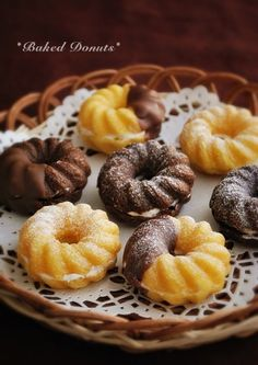 a la table! Baked Donuts, Doughnut, Deserts, Muffin, Food And Drink, Favorite Recipes, Sweets, Chocolate, Baking