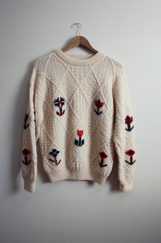Vintage Archie Brown and Son ivory chunky knit sweater. Look Casual, Casual Chic, Vogue Knitting, Loom Knitting, Free Knitting, Floral Sweater, Inspiration Mode, Look At You, Cute Sweaters