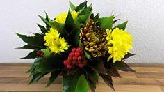 Ein flacher Herbst Blumenstrauß zum Nachbinden, wird dir in diesem Beitrag vorgestellt. Verwendet werden für den Strauß: 3 rostbraune Chrysanthemen und 2 gelbe mehrstielige Chrysanthemen für Insges…