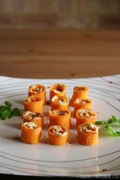 Hummm.. Do you like hummus? Do you make your own? If so, give these carrot and hummus rolls a go. They're so addictive!
