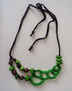 Darghamyo designs: Collar en crochet con piedras, cristales y bronce