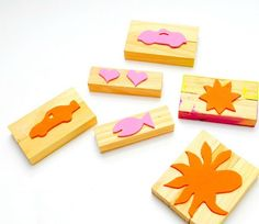 Easy Foam Rubber Stamps Use pieces of wood and regular ol' foam sheets from the craft store to make these easy custom stamps for kids. Kids Crafts, Fun Arts And Crafts, Diy Craft Projects, Crafts To Make, Projects For Kids, Craft Ideas, Foam Sheet Crafts, Foam Crafts, Paper Crafts
