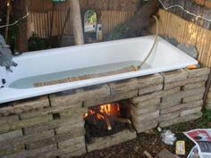 Outdoor Bathrooms 674343744180250892 - Olcsó forró fürdő Source by cecilieswa Outdoor Bathtub, Outdoor Bathrooms, Outdoor Fire, Outdoor Living, Cast Iron Tub, Rocket Stoves, Outdoor Projects, Woodworking Projects Plans, Teds Woodworking