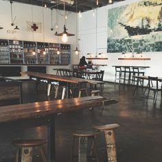 I bet everybody loves an industrial kitchen style. It's aesthetically pleasing even if not the most popular trend in kitchen design. Industrial Coffee Shop, Vintage Industrial Decor, Industrial House, Barista Parlor, Nashville Trip, Nashville Tennessee, Coffee Industry, Shop Front Design, Shop Interior Design