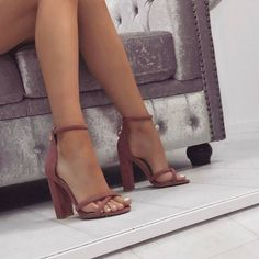 It is possible to find stiletto heels in pumps, sling-backs and boots. Nude high heels are extremely fashionable and appear perfect with black dresses. Prom Shoes, Women's Shoes, Me Too Shoes, Shoe Boots, Dress Shoes, Dress Outfits, Shoes Style, Louboutin Shoes, Golf Shoes
