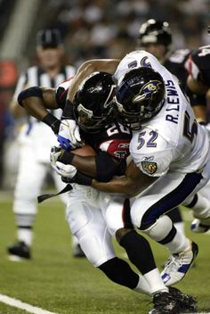 Smallthoughts: Old School Tuesday …Ray Lewis « smallthoughtsinasportsworld Middle Linebacker, Ray Lewis, Football Players, Old School, Nfl, Shoes, Baltimore Ravens, Stockholm, Bodies
