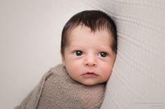 Sessão fotográfica de Recém-nascido (Newborn) Realizada no Estúdio fotográfico Stephânia de Flório, em Praia Grande/SP - Tags: Santos, são vicente, cubatão, guarujá, itanhaém, peruíbe, mongaguá, baixada santista, newborn, photography, book, bebê, inspiration, tips, baby, cute, adorable, inspiration, inspiração, ideas, ideias, dicas, baby boy, brown, pose, posing, posando, cute, lindas fotos, lindo collorfull, gorgeous, props, baby prop, newborn prop, bean bag