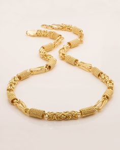 Buy Designer & Fashionable Gold Plated Chain For You. We have a wide range of traditional, modern and handmade Short Mens Chains Online Real Gold Chains, Silver Chain For Men, Gold Chains For Men, Mens Silver Rings, Mens Chains, Male Gold Chain, Mens Silver Necklace, Men Necklace, Onyx Necklace