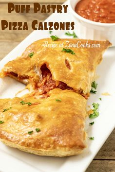 Puff Pastry Recipes Savory, Puff Pastry Pizza, Puff Pastries, Calzone Recipe, Puff Recipe, Pizza Calzones, Mm Pizza, Stromboli, Real Food Recipes