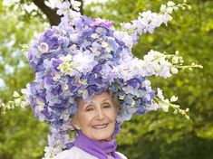 Race-goers with impressive hats on the opening day of Royal Ascot Royal Ascot Races, Derby Horse, Crazy Hats, Kentucky Derby Hats, Outfits With Hats, Ladies Day, Purple Flowers, Hats For Women, Mad Hatters