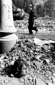 Vienna April 1945: After heavy fights in the streets of Vienna, a civilian walks past the cut off head of a German soldier. Photo:Yevgeny Khaldei