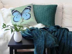 I-LIVING.cz - Plyšová deka s reliéfem trojúhelníčků 125x150 cm - Home collection - Deky a plédy - Bytový textil - zdravý spánek & bydlení Home Collections, Throw Pillows, Blanket, Toss Pillows, Decorative Pillows, Decor Pillows, Rug, Blankets, Cover