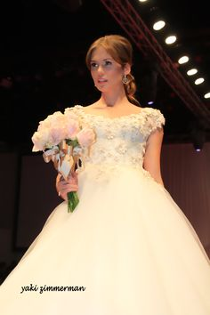 אופנה בישראל Bridal Show, Bridal Style, Made In Heaven, Bridal Fashion, Wedding Gowns, Ball Gowns, Fashion Show, Flower Girl Dresses, Formal Dresses
