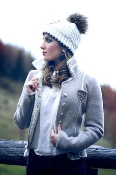 Frauen Jacken, Blazer & Mäntel - Trachten Jacken Mirabell Plummer Blazer, Models, Hats, Classic, Fashion, Winter Hats, Crests, Long Sleeve, Get Tan