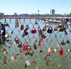 Love lock bridge, Rijnhaven