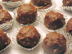 Ferrero Rocher, Death By Chocolate, Party Desserts, Yams, Creative Food, How To Make Cake, Truffles, Muffin, Yummy Food