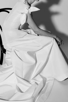 See all the Collection photos from Carolina Herrera Spring/Summer 2018 Bridal now on British Vogue Fashion Show Collection, Bridal Collection, Dress Collection, Wedding Dressses, White Wedding Dresses, Carolina Herrera Bridal, Vogue, Bridal Fashion Week, Wedding Advice
