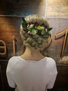 #autumnwedding #weddinghair #bridalhair #bride #weddingupdo #updo #flowerupdo Autumn Bride, Autumn Wedding, Wedding Updo, Wedding Hairstyles, Updos, Bridal Hair, Sculpture, Flowers, Up Dos