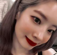 Nayeon, Twice Jihyo, Twice Dahyun, Twice Kpop, Purple Aesthetic, Pretty People, Kpop Girls, Idol, Icons