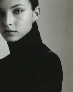 Ideas For Hair Makeup Photography Redheads Tailored Fashion, Timeless Fashion, Makeup Photography, Portrait Photography, How To Have Style, Mario Testino, Black And White Aesthetic, Beautiful Lips, Black Turtleneck