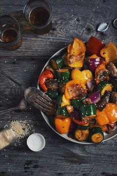 J'adore ces légumes grillés sur le BBQ. Un accompagnement de luxe qui va aussi bien avec un poisson qu'avec une pièce de viande!