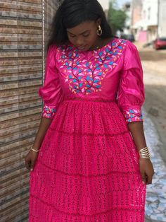 African Maxi Dresses, African Dresses For Women, African Attire, African Wear, African Women, Lace Skirt And Blouse, African Models, Clothes For Women, Womens Fashion
